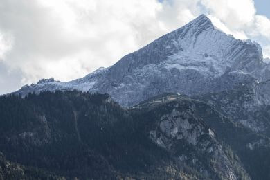 Do you also see the two faces under the Alpspitze?
